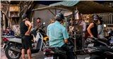 Quán ăn ở Đà Nẵng tấp nập khách trong ngày đầu mở hàng trở lại, dù chỉ bán mang đi