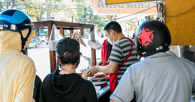 Đà Nẵng cho phép quán ăn uống bán tại chỗ, tiếp tục cấm hàng loạt dịch vụ kinh doanh