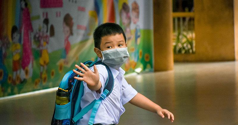 Cổng trường Đà Nẵng rộn ràng trở lại sau gần 2 tháng 'đóng cửa chờ học sinh'