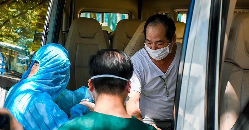 Bệnh nhân Covid-19 cuối cùng ở Đà Nẵng xuất viện: 'Cuối cùng, tôi cũng có giấc ngủ trọn vẹn!'