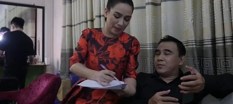 Phi Nhung 'ép' Quyền Linh ký giấy cho đất