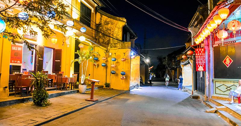 Trung thu ở Hội An: Nhiều cửa hàng vẫn đóng cửa im lìm, đường xá phố cổ vắng vẻ