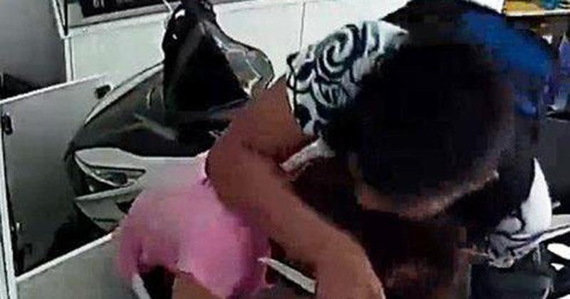 Vụ dùng dao đe dọa, ép cô gái chuyển 30 triệu vào tài khoản: Nhận dạng kẻ cướp qua camera