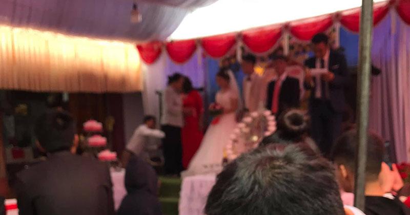 Khoe phong bì đi đám cưới nhưng đề 2 chữ phản cảm, khổ chủ bất ngờ bị dân tình chỉ trích sấp mặt