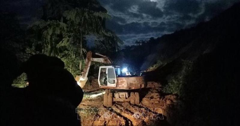Sạt lở tại Phước Sơn, Quảng Nam: Xuyên đêm để thông tuyến đường vào khu vực sạt lở