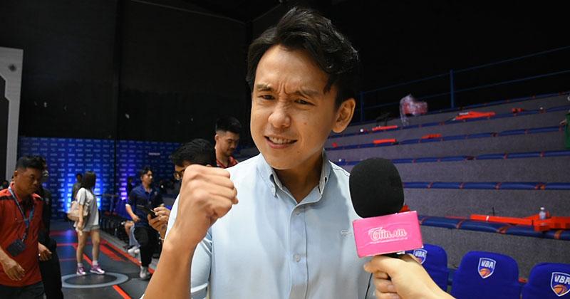 MC Quang Bảo hóa fanboy cuồng nhiệt trên khán đài sân bóng rổ