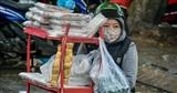 Đà Nẵng lạnh nhất từ đầu mùa: Nhiều người không kịp 'trở tay', áo mưa trở thành 'chăn dã chiến'