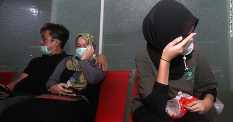 Máy bay rơi ở Indonesia: 10 đứa trẻ cùng cặp đôi vừa mới cưới trên chuyến bay định mệnh, thân nhân bàng hoàng đau đớn