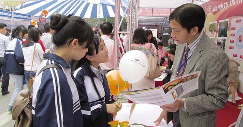 Tuyển sinh đại học 2021: Thí sinh giỏi tiếng Anh, có chứng chỉ kỳ thi 'Tây' sáng cửa vào đại học