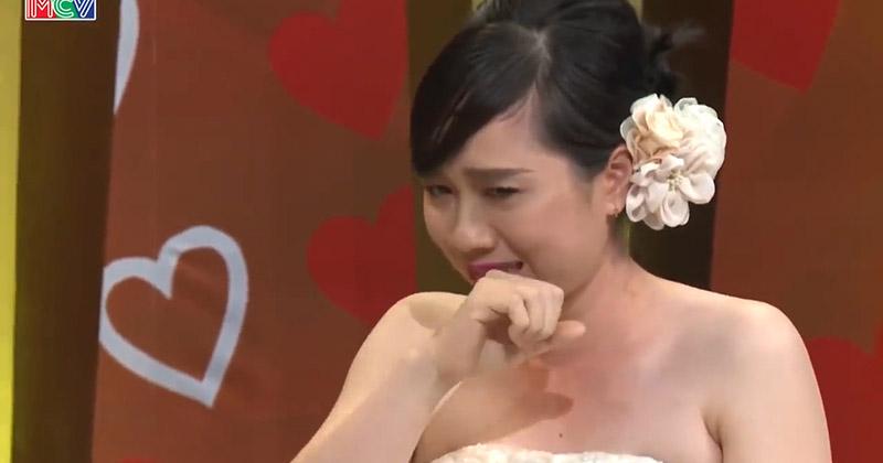 Nàng dâu lên sóng truyền hình khóc nức nở vì bố chồng quá khó tính: Xin phép về nhà mẹ đẻ nhưng không đồng ý
