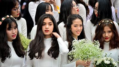 Ngày hội áo dài - đặc sản của con gái Amser: Mỗi năm một lần được thướt tha