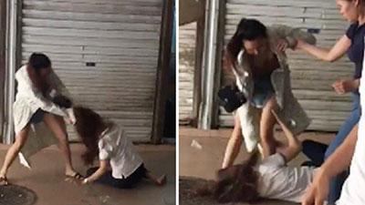 SỐC: Bồ nhí túm tóc, đánh đập vợ của nhân tình ngay giữa phố