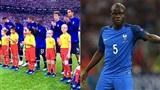 Cậu bé Việt xuất hiện tự tin bên tiền vệ Kante (Pháp) ở chung kết lịch sử