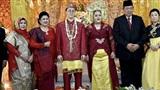 Câu chuyện tình yêu của cặp đôi đặc biệt đến mức khiến đích thân Tổng thống và phu nhân cũng tới dự đám cưới