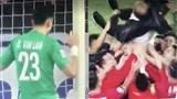 Phút giây ăn mừng của tuyển Việt Nam: Văn Lâm ôm khung thành, toàn đội nhấc bổng thầy Park