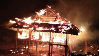 Căn nhà đỏ rực lửa trong đêm giao thừa do đun nồi bánh chưng cháy bén
