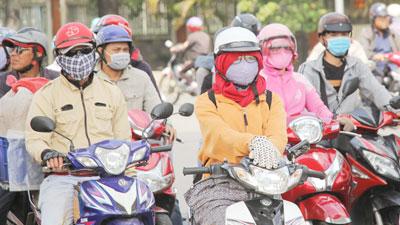 Lạ lùng: Người Sài Gòn mặc 'ấm áp' giữa tiết trời gần 40 độ