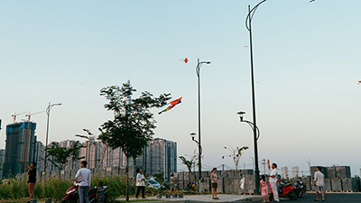 Giữa thành phố đông đúc như Sài Gòn, vẫn có một nơi thoáng đãng để những cánh diều bay cao
