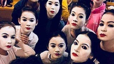 Hội bạn thân 'make-up có hội, lầy lội có phường', ra đường trang điểm sương sương mà vạn người thương nhớ