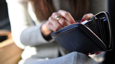 Bị vợ 'trấn' hết tiền lương còn so sánh với chồng cô bạn thân, anh chồng tiết lộ bí mật kinh hoàng