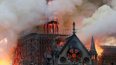 Xúc động vì Notre Dame rực cháy nhưng không khóc than cho bao công trình Việt bị tàn phai: Nào phải vì 'đú bẩn' hay 'sính ngoại'!