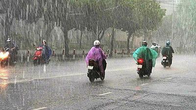 Sài Gòn bất ngờ đổ cơn mưa lớn, dân tình la ó 'ngày ấy cũng đến'