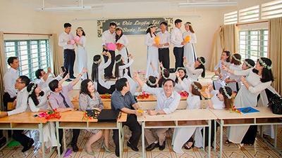Độc đáo bộ ảnh kỷ yếu của nhóm 'học sinh U40' sau 20 năm ra trường