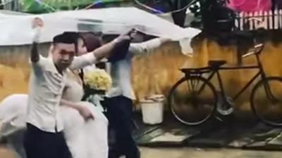 Vẫn biết lấy chồng xa chẳng sung sướng gì, nhưng đoạn clip này lại chứng minh lấy chồng gần cũng 'khổ' không kém
