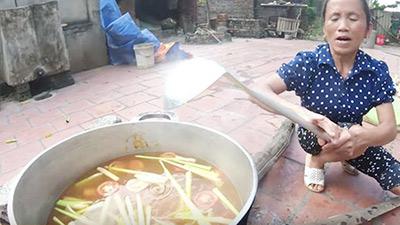Việt Nam nói là làm: Bà Tân Vlog nấu nguyên một nồi lẩu Thái siêu cay khổng lồ mừng chiến thắng đội tuyển