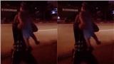 Khoảnh khắc tài xế container chạy sang đường, tranh thủ bế con khiến dân mạng xúc động