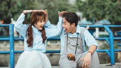 Bình thường thì 'lầy lội', nhưng khi chụp ảnh đôi thì Cris Phan và Mai Quỳnh Anh cũng tình cảm lắm đấy!