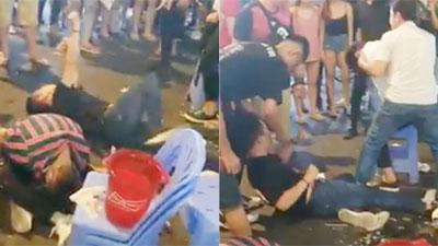 3 thanh niên liên tục co giật, sủi bọt mép giữa phố Bùi Viện khiến nhiều người hoảng sợ