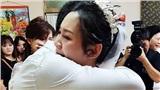 Tiễn con gái về nhà chồng, người cha không giấu nổi xúc động và nói một câu khiến ai cũng khóc theo