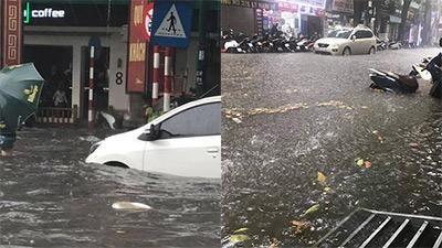 Hà Nội bất ngờ trút cơn mưa lớn, dân tình người khoái chí người than trời vì nước ngập lênh láng