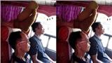 Vô tư gác chân lên ghế của người lớn tuổi trên xe khách, nam thanh niên bị 'ném đá' tơi tả