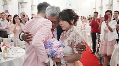 Bức thư của ông bố gửi con gái ngày đi lấy chồng: 'Cuộc đời chẳng có ai được sống ngon ngọt như những quả táo tàu...'