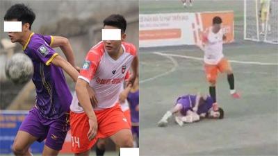Clip: Pha xử lý thô bạo của thanh niên khi tranh bóng không thành, giẫm lên mặt khiến đối thủ nằm co giật liên tục trên sân cỏ