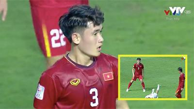 Liên tục xô đẩy cầu thủ đội bạn, Tấn Sinh lập tức nhận thẻ vàng, fans Việt giận dữ: 'Thay Tấn Sinh đi!'