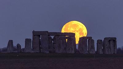 Chiêm ngưỡng 'trăng sói' - kỳ trăng tròn đầu tiên của năm 2020