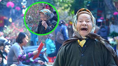 Hình ảnh cụ bà 92 tuổi cười móm mém bên hoa đào ngày Tết đáng yêu đến lạ!