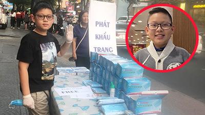 Cậu bé 11 tuổi dành hết tiền lì xì mua khẩu trang phát miễn phí: 'Tiền cũng không có nghĩa gì khi sức khỏe mọi người bị nguy hại'