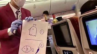 Để không phải nói chuyện mà vẫn biết hành khách chọn ăn món gì, một tiếp viên hàng không đã nghĩ ra cách bá đạo này