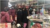 Người dân Hà Nội xếp hàng dài từ sáng sớm chờ siêu thị mở cửa vào mua đồ