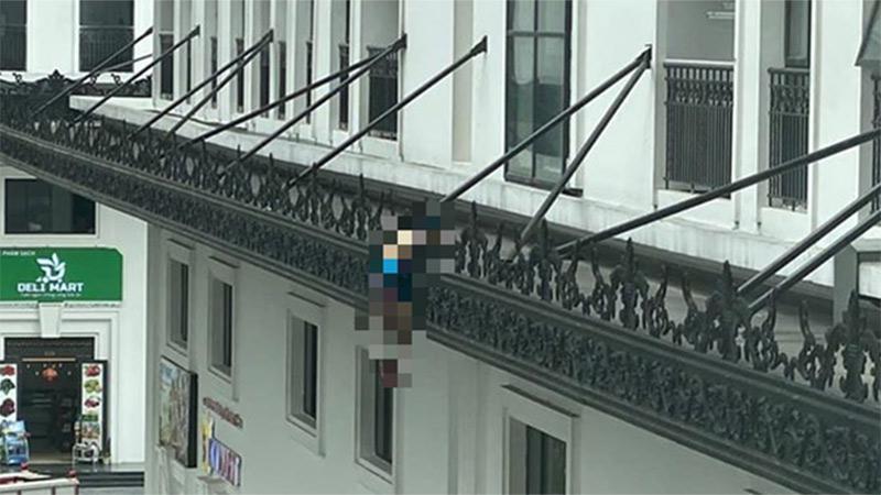 Hà Nội: Người đàn ông rơi từ tầng cao xuống trúng lan can ban công tử vong