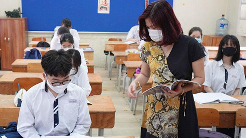 Phát hiện 3 học sinh bị sốt ngày đầu trở lại lớp ở Hà Nội, nhanh chóng cách ly và xét nghiệm Covid-19