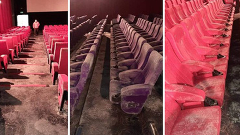 Không chỉ trung tâm mua sắm, rạp chiếu phim cũng bị bao trùm bởi không khí hoang tàn và mốc meo sau 2 tháng tạm dừng hoạt động