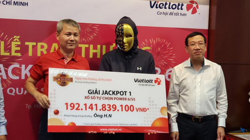 Người đàn ông Sài Gòn vừa trúng xổ số Vietlott 192 tỷ tuyên bố: Sẽ lên mạng học cách tiêu tiền