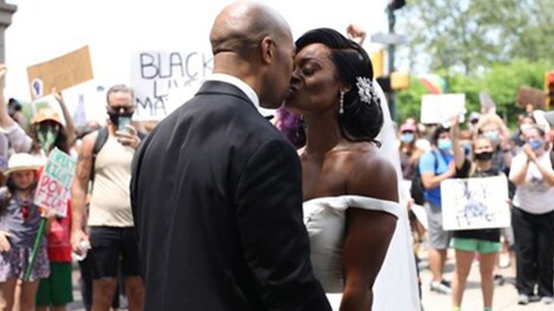 Cặp đôi da màu kết hôn trong biểu tình ở Mỹ
