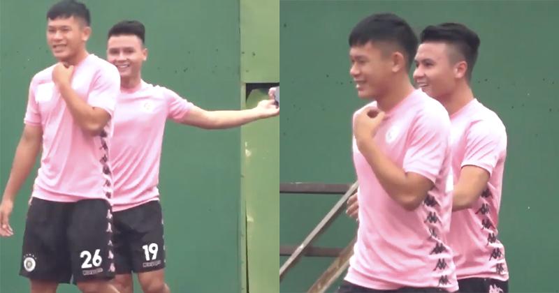 Quang Hải vui vẻ cười nói khi ra sân tập luyện cùng đồng đội, mặc ồn ào lộ tin nhắn yêu đương nhạy cảm