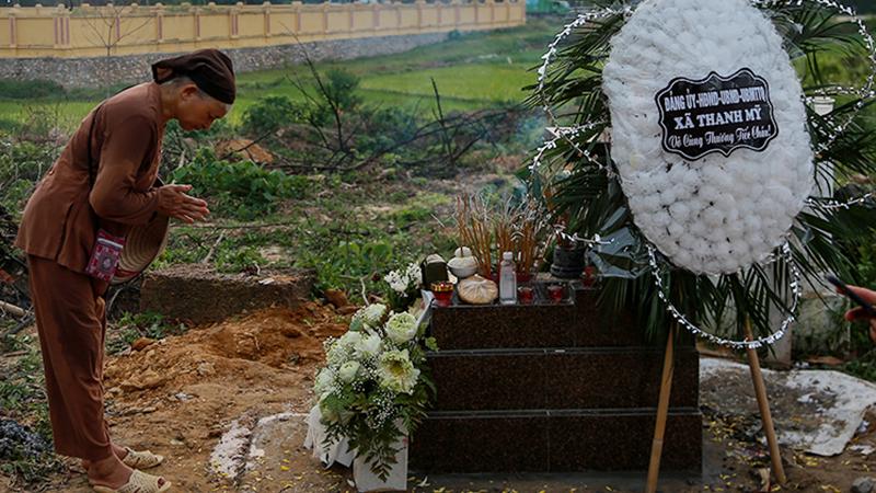 Đám tang bé trai bị bỏ rơi ở hố ga: Những giây phút cuối cùng trên cõi tạm